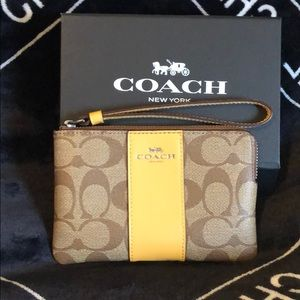 New complete inclusion wristlet wallet